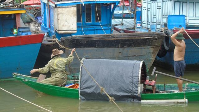 Bão số 4 quét qua, Thanh Hoá - Thừa Thiên Huế mưa như trút