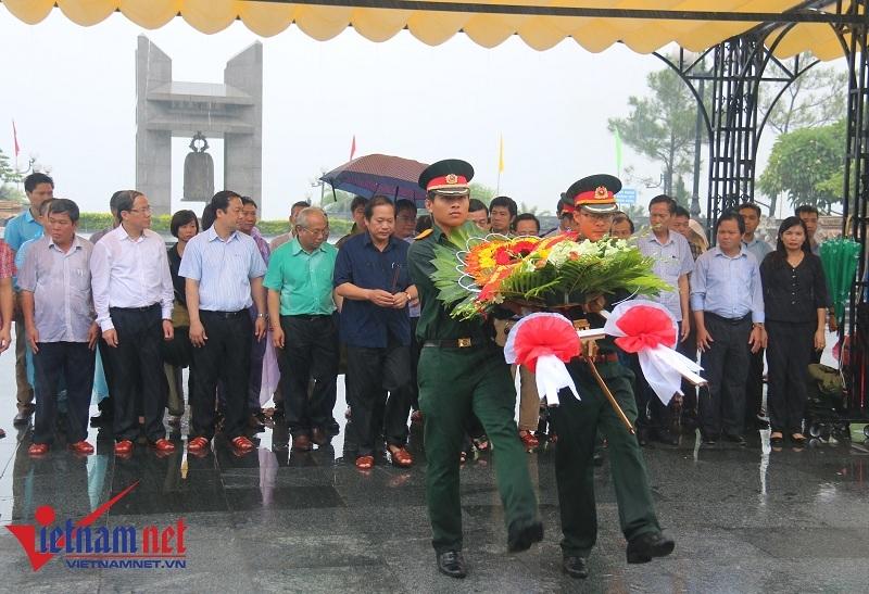 Đoàn công tác Bộ TT&TT viếng nghĩa trang liệt sỹ tại Quảng Trị