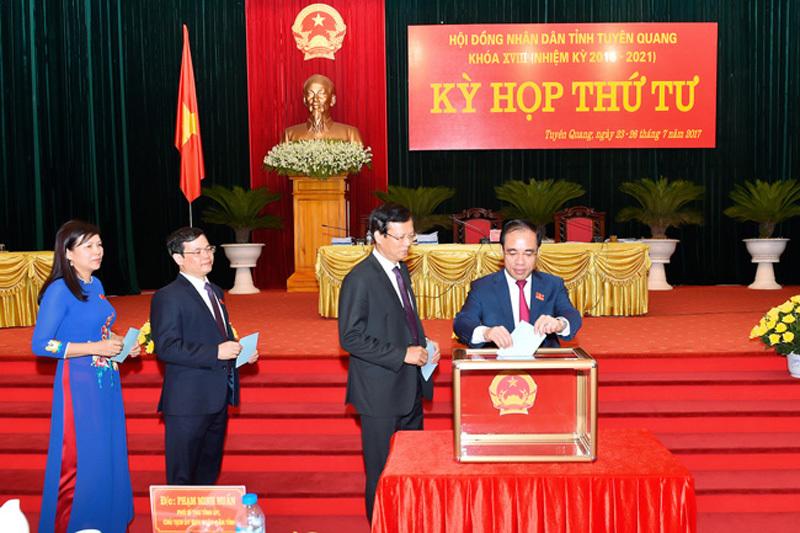Kiện toàn nhân sự chủ chốt 2 tỉnh Tuyên Quang, Đắk Nông