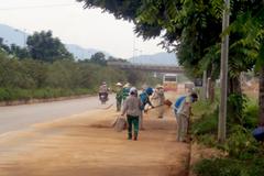 Hà Nội dọn sạch đất sỏi trên đại lộ nghìn tỷ