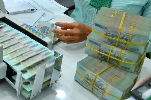 Ngân hàng lãi ngàn tỷ, ồ ạt tăng lương, rầm rộ tuyển người