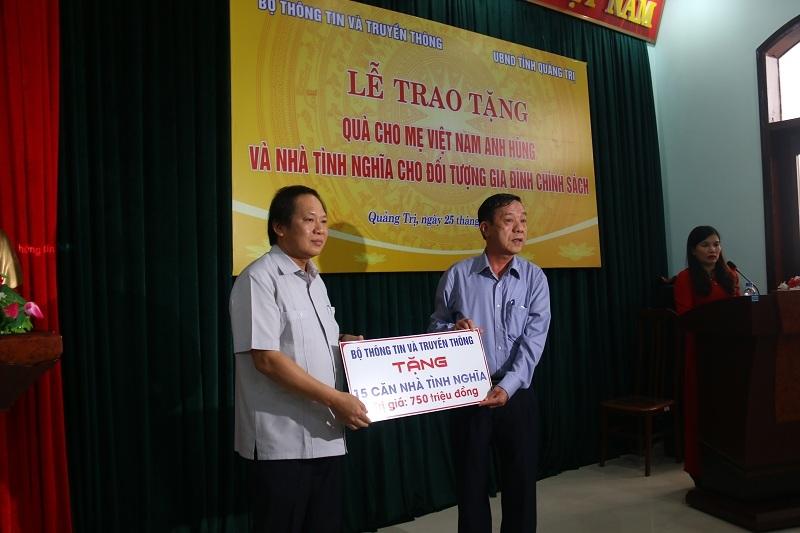 Bộ TT&TT tặng nhà tình nghĩa cho các gia đình thương binh liệt sỹ Quảng Trị