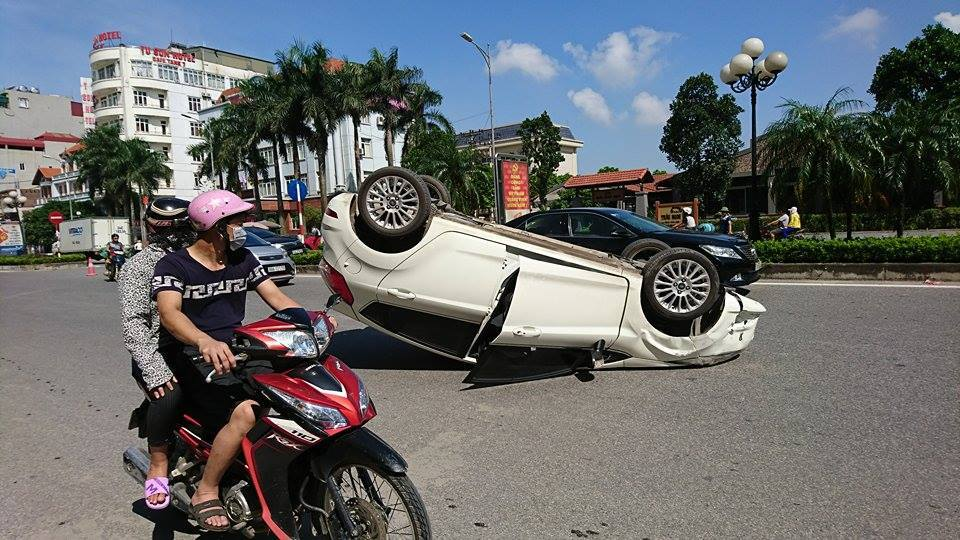 xế hộp, xế hộp phơi bụng, tai nạn, tai nạn giao thông, Bắc Ninh