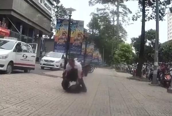 Tài xế đánh người, ẩu đả trên phố, Sài Gòn, đánh nhau