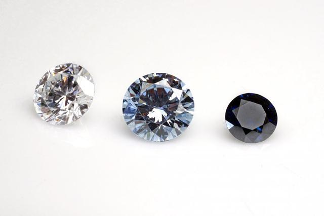 Biến tro cốt người chết thành kim cương đeo bên người