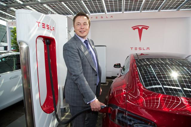 Elon Musk: 'Hiểu biết của Mark quá hạn hẹp'
