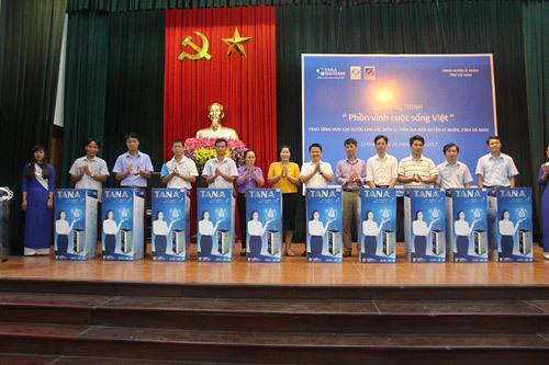 50 máy lọc nước R.O Tân Á cho người dân Hà Nam