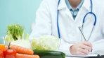 Bệnh nhân ung thư âm hộ nên ăn gì và kiêng gì