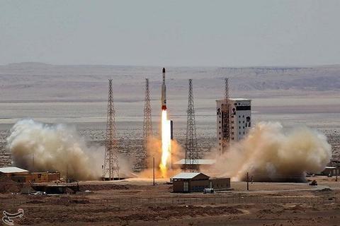 Iran phóng thử thành công tên lửa có thể mang vệ tinh