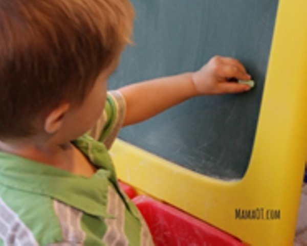 Trẻ em Mỹ được tự học cầm bút viết như thế nào?