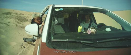 Hoàng Phi bầm dập vì lăn lộn khắp phim trường 'Nắng 2'