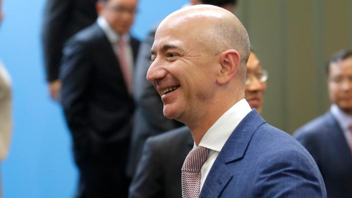 Tỷ phú Jeff Bezos vừa đánh mất ngôi vị người giàu nhất thế giới