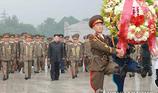 Kim Jong Un tái xuất, đi thăm nghĩa trang liệt sĩ