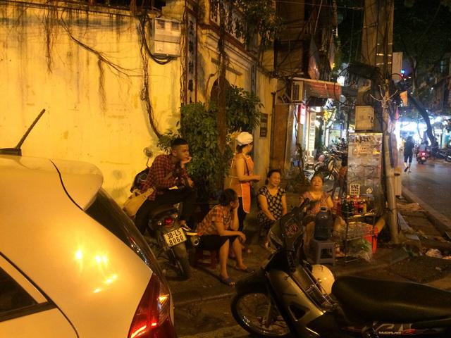 Đang hút khách, quán mực khổng lồ Hồng Kông bỗng dưng đóng cửa