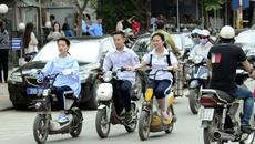 Tổ lái xe đạp điện, xe máy điện: Tai nạn hại đời bạn trẻ