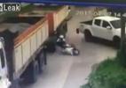 Vượt xe tải, người đàn ông gặp tai nạn nghiêm trọng