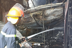 Vụ cháy 8 người tử vong: Do hàn xì bắn lửa điện vào trần xốp