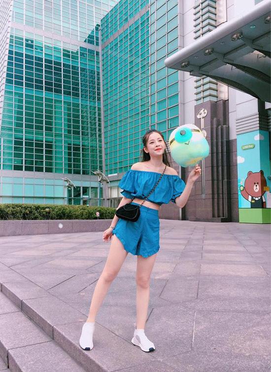 Hoàng Thùy phối đồ đẹp như siêu mẫu quốc tế