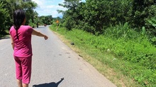 Xe chở gỗ đâm xe máy, 3 người chết thảm