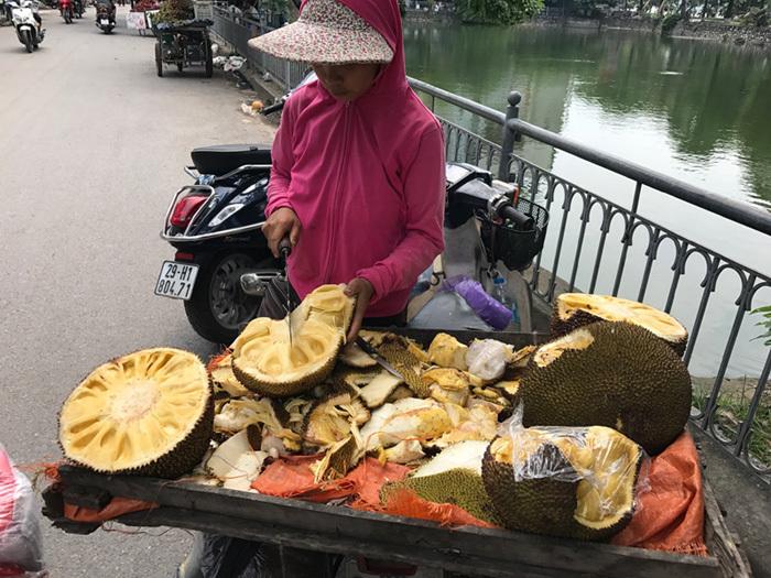 Lạ lùng: Chị em Hà thành gom mua xơ mít khắp chợ