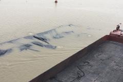 Chìm sà lan chở hơn 1.000 tấn than xít