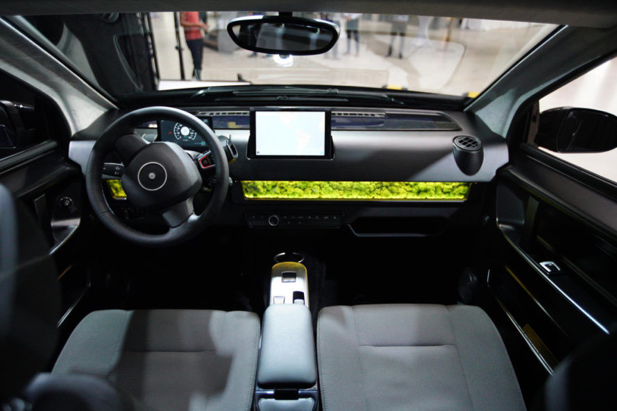 Ô tô chạy bằng năng lượng mặt trời giá rẻ từ Đức