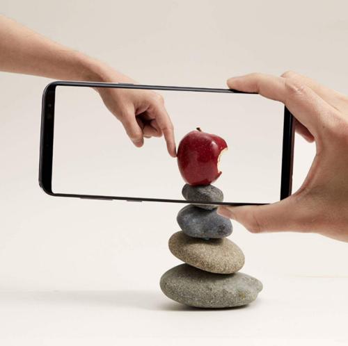Galaxy S8- nguồn cảm hứng sáng tạo nghệ thuật của Dũng Yoko