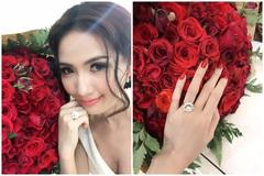 Mỹ nữ Việt khiến fan trầm trồ khi được chồng tặng nhẫn kim cương bạc tỷ