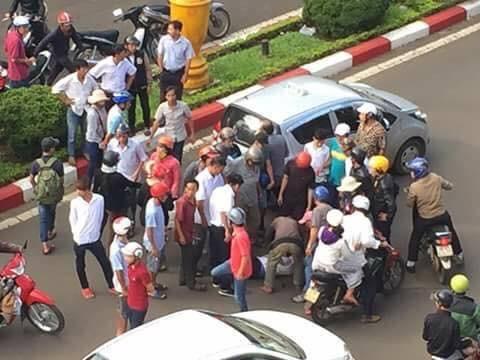 tai nạn, tai nạn giao thông, tài xế taxi đánh người sau va chạm