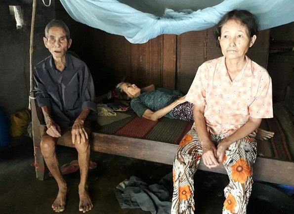 Cụ già 90 tuổi chăm vợ bại liệt, con gái ung thư não