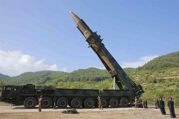 Lộ ảnh hậu trường Triều Tiên thử tên lửa liên lục địa