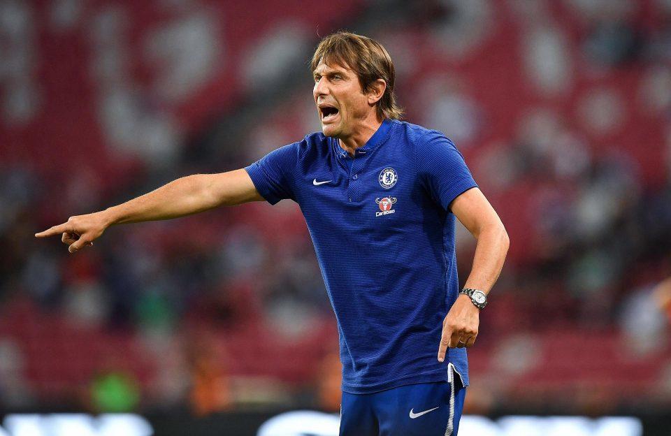 Chưa ra trận, Conte đã lo cầu thủ Chelsea 'hết hơi'