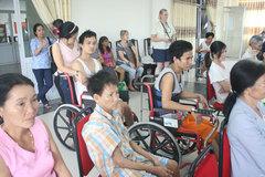 Đục thủy tinh thể, mất 2 chân, làm thế nào để được hưởng trợ cấp khuyết tật?