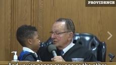 Câu trả lời trung thực của cậu bé khiến vị thẩm phán sững sờ