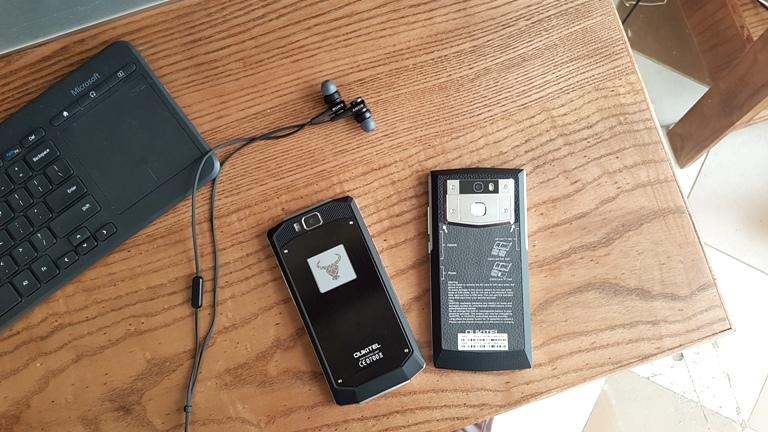 Smartphone pin khủng nhất thế giới: Dùng cả tuần không cần sạc
