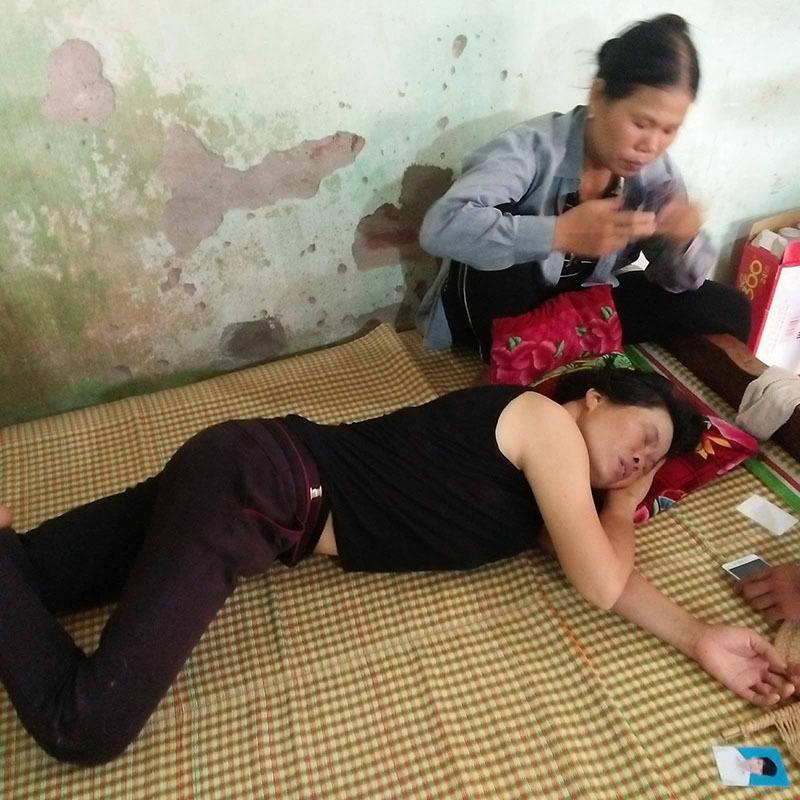 Mẹ quỵ ngã khi con trai chết cháy đúng sinh nhật