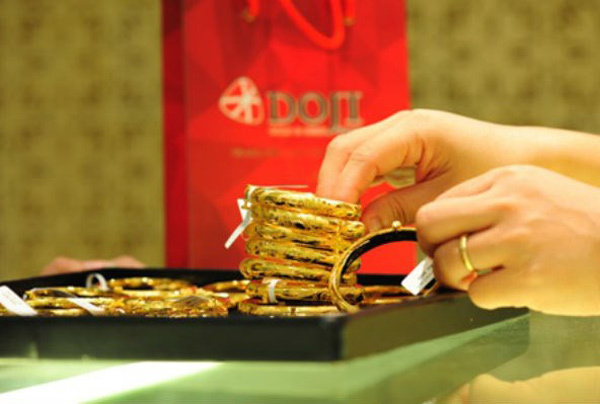 Giá vàng hôm nay 1/8: Chưa thể hồi phục, vàng quay đầu giảm
