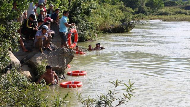 Quảng Bình: Đi câu cá, hai anh em rơi xuống sông mất tích