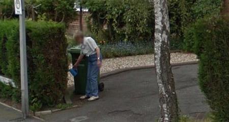 Cô gái nhìn thấy người mẹ đã mất của mình đang tưới cây trong vườn qua Google Earth