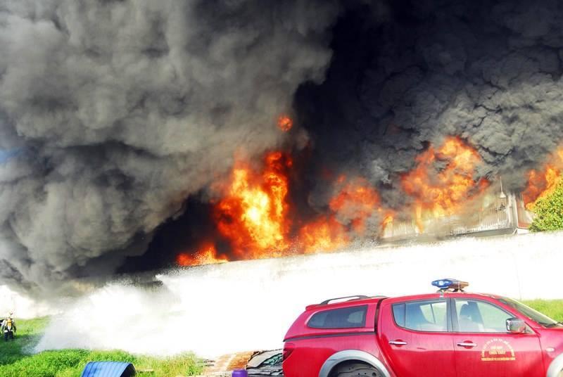 cháy lớn ở sài gòn, cháy công ty nhựa