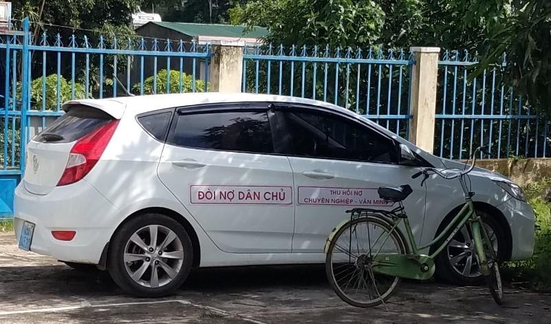 Lạ lùng ô tô đến ủy ban xã xin đòi nợ thuê
