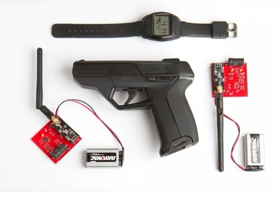 Súng thông minh 1.500 USD bị hacker 'bẻ khóa' chỉ bằng thỏi nam châm