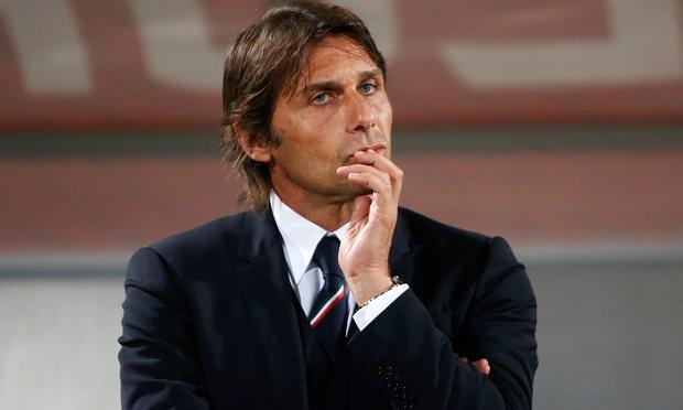 Mourinho vỗ về Lindelof, Conte dễ bay ghế