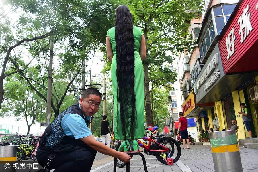 Người phụ nữ hàng chục năm không cắt tóc