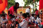 Thầy cô tự nguyện 'ôm thêm việc' lo sữa học đường