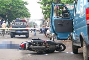 Mở cửa xe bất cẩn gây tai nạn bị xử phạt thế nào?