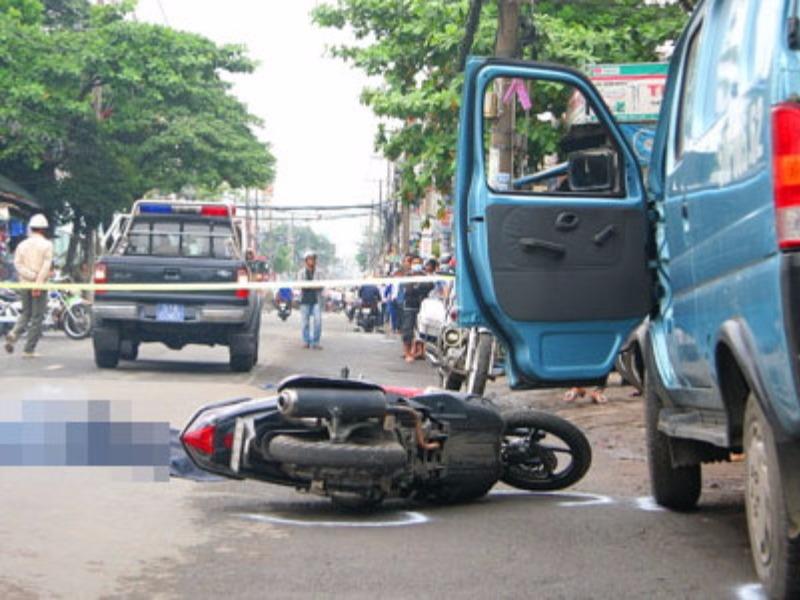Mở cửa xe,gây tai nạn