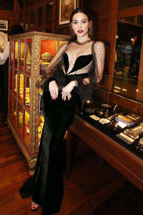 Hồ Ngọc Hà diện váy xuyên thấu sexy bên Kim Lý