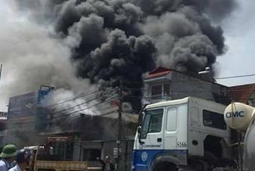Khởi tố vụ án, bắt khẩn cấp thợ hàn gây cháy xưởng ở Hoài Đức