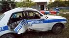 Xe cảnh sát giao thông gặp nạn, thu giữ xe bỏ trốn
